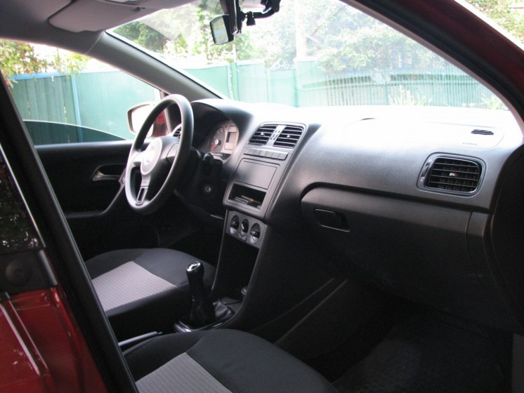 Фото Volkswagen Polo Sedan 1.6 МТ V16 (2012 г.в. 500 км)