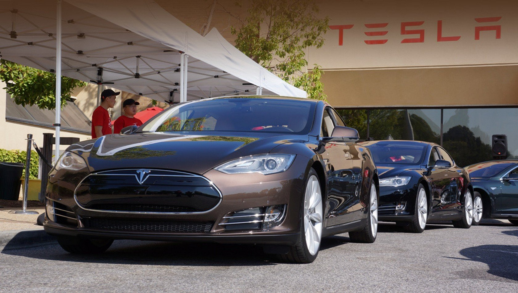 electric car and tesla motors essay introduction tesla motors is a global enterprise specializing in the design, production, and marketing of electric powered vehicles founded in 2003 by the young businessman, elon musk.